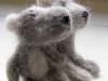 kleine grijze beestjes van hondewol