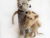 muisje en lang dier, beide van hondenwol