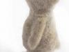 heel klein beertje van witte schapenwol (schiermonnikoog)